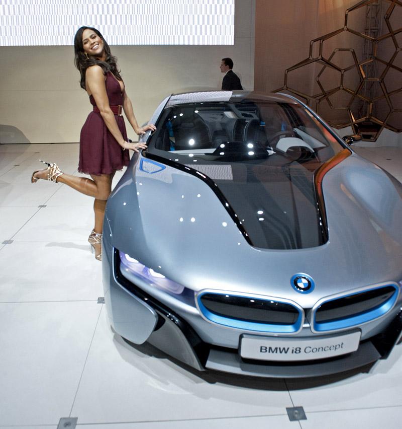 [Video] Paula Patton Allo Stand BMW Al Los Angeles Auto