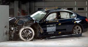 BMW Serie 3 F30 2017 - BMW 330i USA Crash