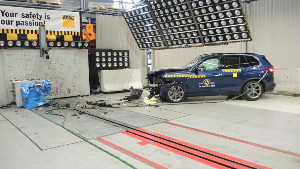 BMW X5 2018 G05 EuroNCAP Test (4)