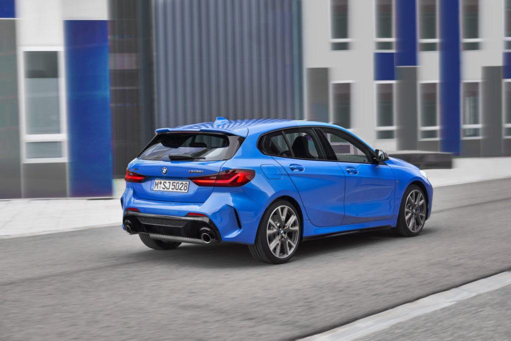 BMW-Serie-1-2020-F40-Official-BMW-M135i-xDrive-Misano-Blue-Metallic-8