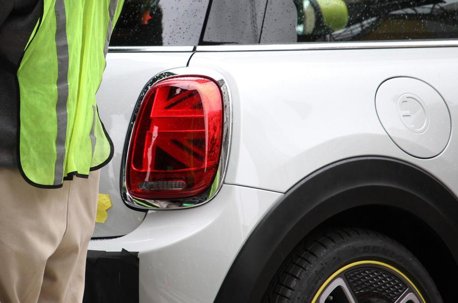 MINI-Cooper-SE-2020-MINI-EV-Leaked-Spy-F56-10