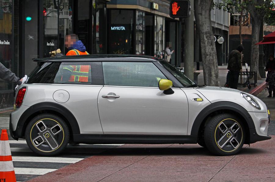 MINI-Cooper-SE-2020-MINI-EV-Leaked-Spy-F56-2