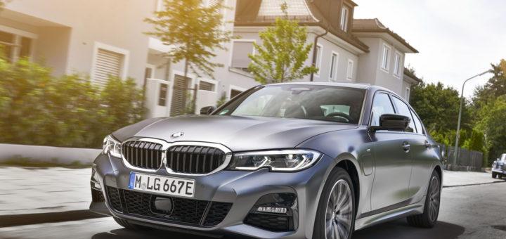 BMW 330e Sedan 2020